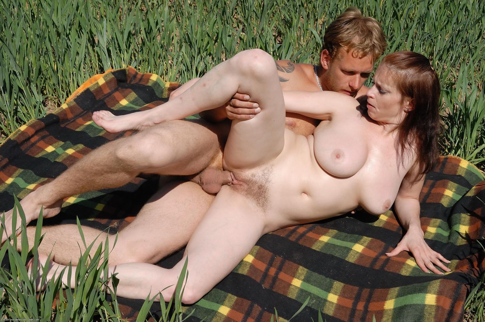 жен на природе бабы порно фото точно